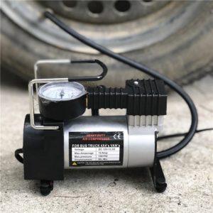 Преносим компресор за гуми 12V с манометър